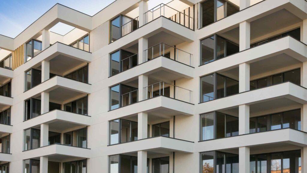 Czy ceny mieszkań spadają?