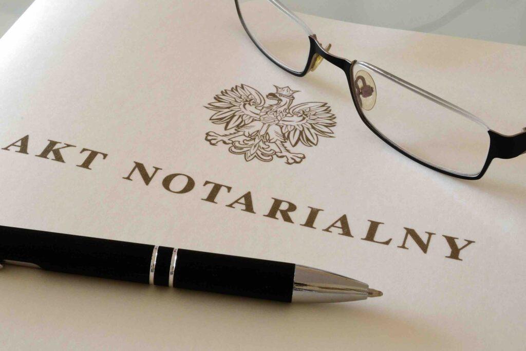 Jaką formę umowy sprzedaży nieruchomości wybrać?